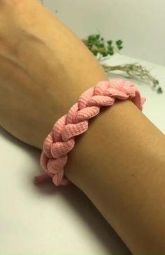 Diy Friendship Bracelets Patterns, Diy Bracelets Easy, Bracelet Crafts, Braided Bracelets, Handmade Bracelets, Paracord Bracelets, Shoelace Bracelet, T Shirt Bracelet, Leather Bracelets