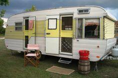 Tiny Trailer - Vintage Camper - Travel Caravan <O> Retro Caravan, Tiny Trailers, Camper Caravan, Vintage Campers Trailers, Retro Campers, Cool Campers, Vintage Caravans, Camper Trailers, Classic Trailers