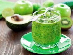 Kivis avokádós smoothie - Hozzávalók:      2 zöldalma     1/2 avokádó     3 kivi     2 marék friss spenót     víz ízlés szerint