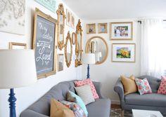 Sala de estar coloridinha com toques de glamour