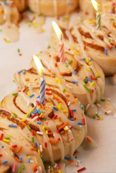 Birthday Cinnamon Rolls vertical Birthday Breakfast For Husband, Birthday Morning Surprise, Breakfast Recipes, Dessert Recipes, Breakfast Ideas, Breakfast Cooking, Breakfast Dessert, Cinnamon Rolls, Cookies Et Biscuits