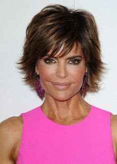Pictures of Lisa Rinna Layered Razor Haircut. Get hairstyles ideas and inspiration with Lisa Rinna Layered Razor Haircut. Popular Short Haircuts, Short Hairstyles For Thick Hair, Shag Hairstyles, Modern Hairstyles, Short Hairstyles For Women, Hairstyles With Bangs, Girl Hairstyles, Layered Hairstyles, Wedge Hairstyles