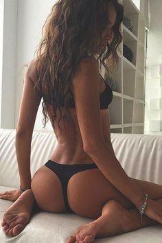 Follow > Fit Hot Chicks