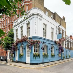 A Lady in London on Instagram: This is a restaurant in Chelsea, London. Restaurants In Chelsea, Best Places In London, Chelsea Flower Show, London Travel, Trip Planning, The Good Place, Britain, Mansions, House Styles