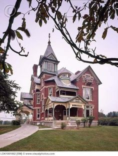 Queen Anne Victorian by Victorian Architecture, Beautiful Architecture, Beautiful Buildings, Beautiful Homes, Victorian Style Homes, Victorian Era, Old Mansions, Second Empire, Queen Anne