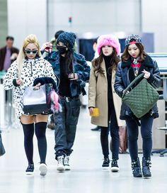 throwback! 2NE1 airport fashion