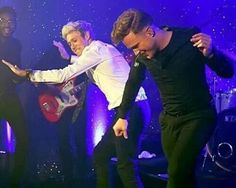 Niall and Olly performing together last night at the 'Horan and Rose' Charity Gala (05.29.16)