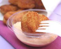 Nuggets de poulet à La vache qui rit _ http://www.cuisineaz.com/recettes/nuggets-de-poulet-a-la-vache-qui-rit-47799.aspx