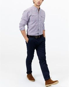 From chinos to shorts, the Joules collection of men's trousers is ideal for formal or casual events. Navy Chinos, Joules Uk, Mens Trends, China, Trousers, Poses, Mens Fashion, Shorts, Casual