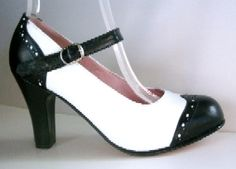 Oh, Baby Jane.I think I would be a much better dancer if I had a pair of these. 1940s Shoes, Vintage Shoes, Vintage Outfits, Vintage Style, Retro Style, High Heel Pumps, Pumps Heels, Short Toes, Baby Doll Shoes