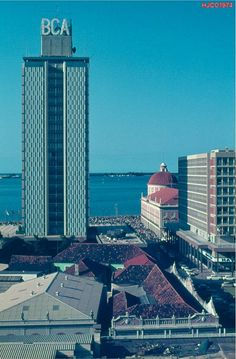Banco de Angola e BCA. Anos 70. http://www.prof2000.pt/users/secjeste/arkidigi/Angola/Luanda/Luanda15.jpg
