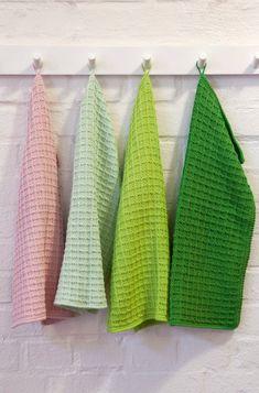Pt 93-1414 - Grytekluter |Oppskrifter | Rauma Garn Knitting Kits, Baby Knitting, Knitting Patterns, Crochet Patterns, Free Crochet, Knit Crochet, Crochet Top Outfit, Mittens Pattern, How To Purl Knit