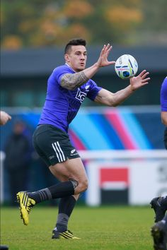 Footy Players: Sonny Bill Williams of the All Blacks Hot Rugby Players, Football Players, Sonny Bill Williams, Tom Hardy Hot, Rugby Shorts, All Blacks Rugby, Soccer Guys, Australian Football, Rugby Men