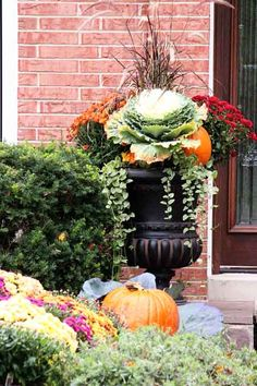 Stunning Fall Planters For Easy Garden Fall Decorations 55 Fall Flower Pots, Fall Flowers, Fall Flower Gardens, Fall Planters, Outdoor Planters, Garden Planters, Garden Mulch, Hanging Planters, Succulents Garden