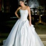 White Wedding Dress Most Traditional and Popular for Weddings