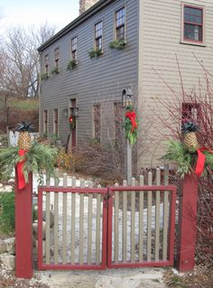 Like the colors on this saltbox home.