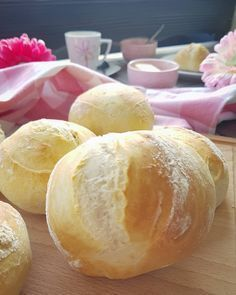 Freshly baked bread rolls for breakfast are just something really fine. - Freshly baked bread rolls for breakfast are just something really fine. Pancake Healthy, Best Pancake Recipe, Healthy Eating, Bread Cast, Baked Rolls, Pizza Hut, Pampered Chef, Freshly Baked, Four