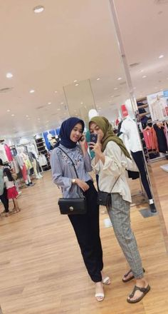 Girls out 💛 Hijab Casual, Ootd Hijab, Hijab Chic, Girl Hijab, Casual Outfits, Fashion Outfits, Boho Fashion Summer, Trendy Fashion, Trendy Style