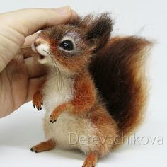 Make Needle Felted Animals - Bing Images I know that needle felting is easy.you stick wool a million times and an animal comes out. If you look closely at your felting needles you will see that there ar… Needle Felted Animals, Felt Animals, Cute Baby Animals, Wet Felting, Felt Fox, Owl Felt, Baby Squirrel, Needle Felting Tutorials, Felt Mouse