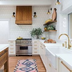 Find the best modern kitchen design ideas & inspiration to match your style. Browse through images of modern kitchen islands & cabinets to create your perfect home. Boho Kitchen, Rustic Kitchen, New Kitchen, Kitchen Ideas, Kitchen Colors, Kitchen Modern, Kitchen Paint, Kitchen Cabinets, Two Toned Kitchen