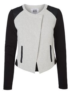 Cool blazer from VERO MODA. The perfect autumn cover-up. #veromoda #blazer #fashion #style