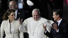 cool El Papa entregó una corona a la Virgen de Guadalupe