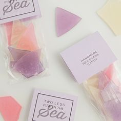 This is the best tutorial for how to make sea glass hard candy favors! Inexpensive Wedding Favors, Beach Wedding Favors, Wedding Ideas, Candy Favors, Candy Gifts, Sea Glass Candy Recipe, Sugar Glass, Pink Sugar, Sugar Sugar
