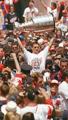 Steve Yzerman hoists the Stanley Cup during a parade on Woodward after the Detroit Red Wings won the championship in 1997. (Detroit News archive)