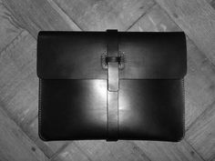 I-pad case in black leather for next fall/winter 2011