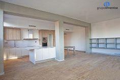 Al tratarse de un espacio tipo #loft, la #cocina está abierta al salón. #kitchen #livingroom #onteriorismo