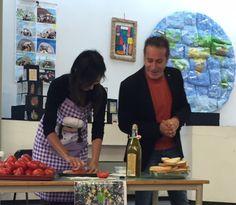 """""""La Merenda di una Volta"""" con scuola del Secondo Circolo """"G. di Vittorio"""" per la giornata mondiale dell'alimentazione è una ricorrenza che si celebra ogni anno in tutto il mondo il 16 ottobre per ricordare l'anniversario della data di fondazione dell'Organizzazione delle Nazioni Unite per l'alimentazione e l'agricoltura. con Plastic Food Project UUD Erasmus+ http://www.valtiberinainforma.it/news/umbertide-alla-di-vittorio-la-merenda-di-una-volta-ritorno-alle-sane-abitudini-di-un-tempo"""