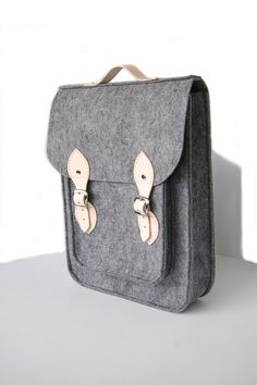 "Vertical backpack Macbook Pro 15 inch, felt satchel, Custom size, Laptop 15"" bag with leather straps and belt shoulder"