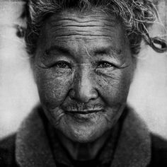 photo by Lee Jeffries, portrait of a homeless woman, beautiful. Lee Jeffries, Old Faces, Many Faces, Bw Photography, We Are The World, People Around The World, Black And White Portraits, Black And White Photography, Interesting Faces