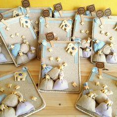 Diş buğdayı panosu, bebeğinizin diş buğdayı gününde misafirlerinize dağıtabileceğiniz çok şık bir magnet ürünüdür. Tamamı el yapımıdır. First Tooth, Wedding Candy, Candels, Baby Elephant, Baby Gifts, Magnets, Projects To Try, Baby Boy, Baby Shower
