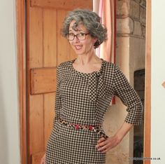 Joan dress (by Sew Over It) in a knit! She looks so great in this dress and the fabric is a triumph Sewing Tutorials, Sewing Patterns, Sewing Projects, Joan Holloway, Sew Over It, Sewing Clothes, Dress Sewing, Man Icon, Vintage Inspired