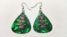 These special earrings are made of dark green shimmering guitar picks. I combined them with owl charms. The earrings weigh approx. and the metal used is without nickel or lead. Vintage Jewelry, Unique Jewelry, Etsy Jewelry, Jewellery, Guitar Picks, Trending Outfits, Etsy Shop, Handmade Gifts, Drop Earrings