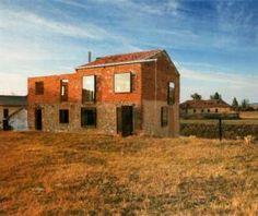 In the village of Porquera de los Infantes (Palencia, Spain) we find a new concept of architecture. En el pueblo Palentino de Porquera de los Infantes encontramos un nuevo concepto de arquitectura…