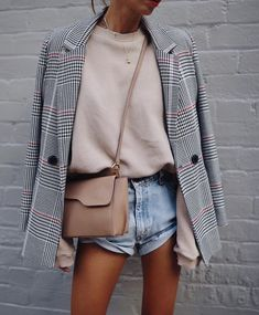 trendy outfit with a grey blazer : nude sweater crossbody bag denim shorts Short Outfits, Stylish Outfits, Spring Outfits, Cute Outfits, Fashion Outfits, Fashion Fashion, Fashion Women, Fashion Clothes, Fashion Ideas