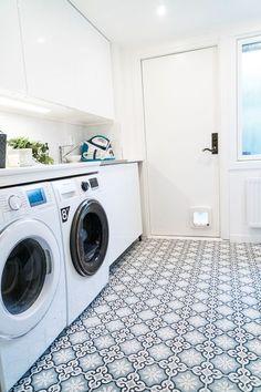 Tvättstuga, Laundry room, Marockanskt kakel Tvättstugan - Klar! House Styles, Inspiration, Room Inspiration, Laundry, Laundry Room Inspiration, House, Home Decor, Home Appliances, Room Design
