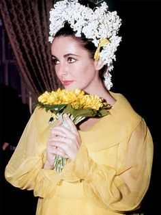 Iconic weddings: Elizabeth Taylor and Richard Burton - In her hair, the award-winning star wore of the valley and white Elizabeth Taylor, Yellow Wedding Dress, Colored Wedding Dresses, Yellow Dress, Bridal Dresses, White Dress, Celebrity Wedding Dresses, Celebrity Weddings, Celebrity Wedding Photos