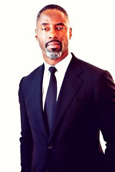 ::sigh:: Isaiah Washington I've missed you. Ahhhh! I <3 him!