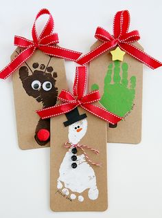 Christmas Crafts for Kids! If you're looking for easy Christmas crafts for kids to make at school or home during the holidays here's a great list of 17 cute ideas! These Christmas crafts for kids would make awesome gifts! Kids Crafts, Christmas Crafts For Toddlers, Preschool Christmas, Toddler Christmas, Christmas Activities, Kids Diy, Crafts To Do, Easy Crafts, Recycled Christmas Tree