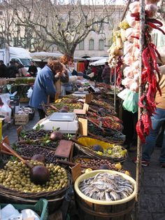 UzesMarket - Uzès - Wikipedia, the free encyclopedia