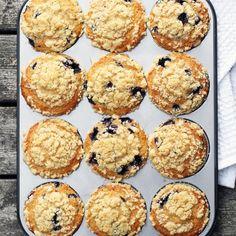 Amerikkalaiset mustikka-murumuffinssit | Maku Finnish Recipes, Food And Drink, Cupcakes, Snacks, Cookies, Baking, Breakfast, Sweet, Desserts
