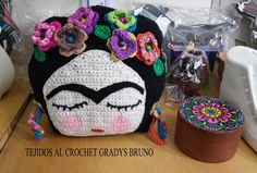 Almohadon Tejido Al Crochet Frida Kahlo - $ 450,00