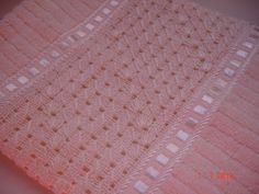 Lia e suas artes...: Toalha com bordado e crochê!