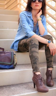For a laid-back look, wear a light blue denim shirt with brown camouflage skinny jeans — these two pieces play perfectly well together. Complement this look with burgundy leather lace-up ankle boots to easily ramp up the wow factor of your ensemble. Camo Fashion, Military Fashion, Womens Fashion, Camouflage Fashion, Diy Fashion, Fashion Outfits, Fall Winter Outfits, Autumn Winter Fashion, Winter Style
