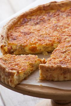 Recipe for Cheese and Onion Quiche with homemade cheesy pastry Ingredients Cheese pastry: 2 cups g) flour pinch of salt pinch of cayenne pepper ½ t ml) mustard […] Cheese And Onion Quiche Recipe, Quiches, Kos, Delicious Desserts, Yummy Food, Yummy Recipes, Cheese Pastry, Savoury Baking, Savoury Pies