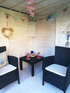 This is such a beautiful interior that Andrew has decorated his summerhouse! The decor is simple yet effective. Furniture Plans, Outdoor Furniture Sets, Outdoor Decor, Custom Woodworking, Woodworking Projects Plans, Corner Summer House, Summer Houses, Summer House Interiors, Backyard Seating