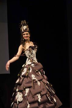 Défilé de robes au Salon du Chocolat Marseille 2013 - Ganache (Anne ... Female Girl, Bustier, Chocolate, Ball Gowns, Victorian, France Bleu, Formal Dresses, 2013, Images